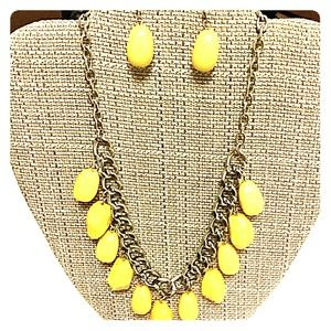 NWT Necklace & Earrings Set
